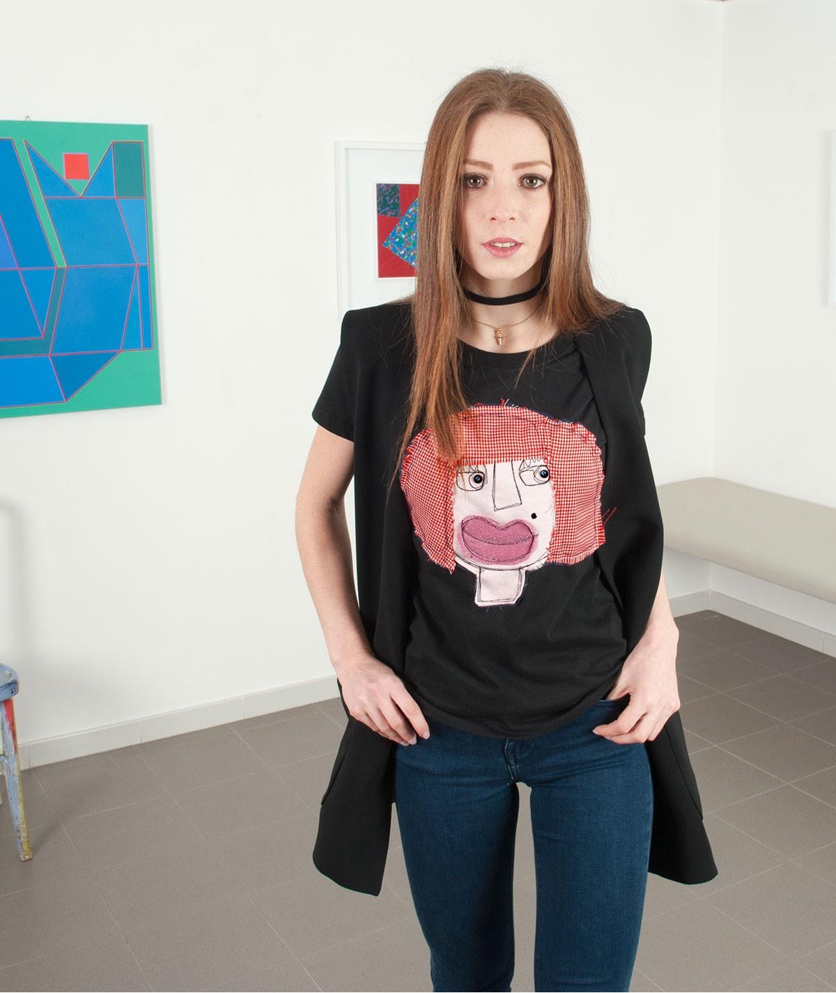 T-shirt con la rossa